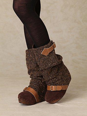 Longer Lashes Clog Boot