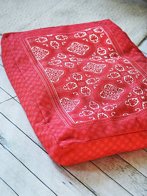 Side Kick Bandana Print Bed